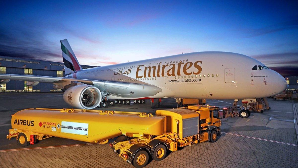 Emirates Airbus A380 refueling with bio-kerosene - photo Emirates