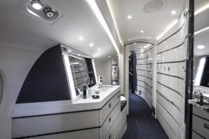 Falcon8X - lavatory